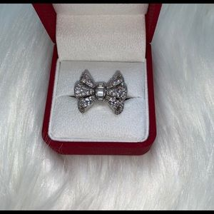 Jewelry - Bow shaped diamond ring, awesome condition!